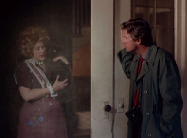 976-EVIL - Aunt Lucy Sandy Dennis answering door holding black cat