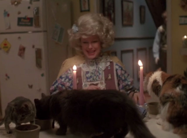 976-EVIL - Aunt Lucy Sandy Dennis eating dinner with numerous cats eating on table