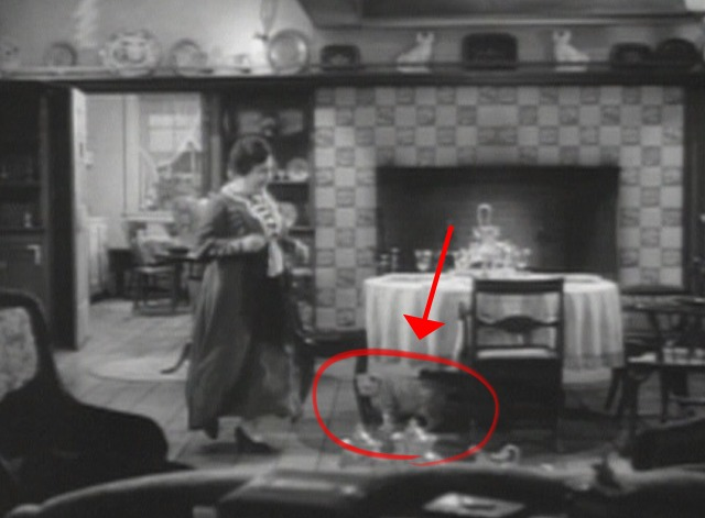 Arsenic and Old Lace cat in scene