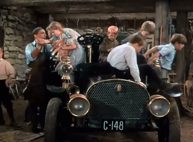 A Connecticut Yankee in King Arthur's Court - Hank Martin Bing Crosby helps girl with orange cat out of car