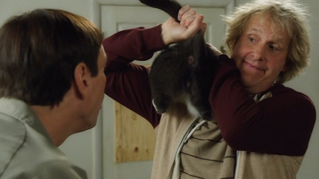 Dumb and Dumber To - Harry Jeff Daniels with grey and white cat Butthole