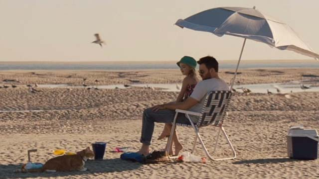 Gifted - one eyed cat Fred with Mary Mckenna Grace and Frank Chris Evans on beach