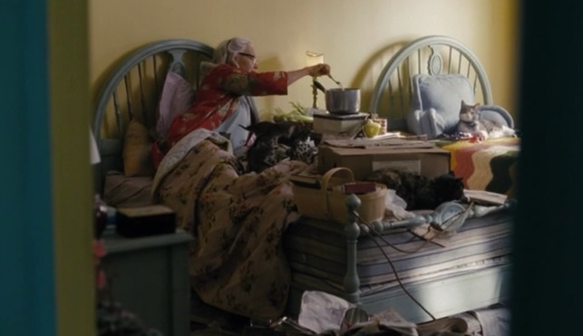 Grey Gardens HBO - Edith with cats on bed