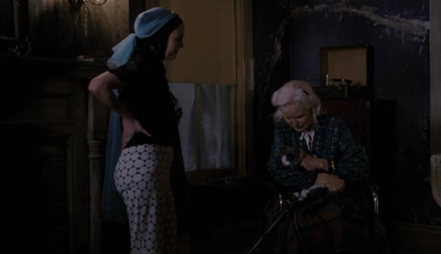 Grey Gardens HBO - Edie gives Whiskers cat to Edith