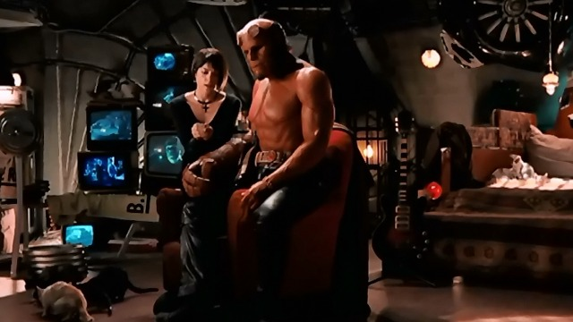 Hellboy II: The Golden Army - Hellboy Ron Perlman and Liz Selma Blair with cats
