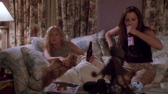 How to Lose a Guy in 10 Days - Andie Kate Hudson and Michelle Kathryn Hanh on couch with orange and white long haired cat