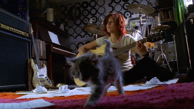 Josie and the Pussycats - Josie Rachel Leigh Cook composing music with long-haired gray kitten in front