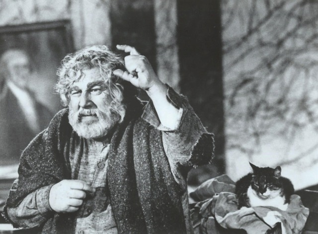 Logan's Run - publicity still Ustinov and cat