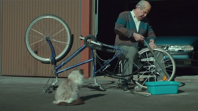 A Man Called Ove - Ragdoll cat watching Ove Rolf Lassgårdm fix bicycle