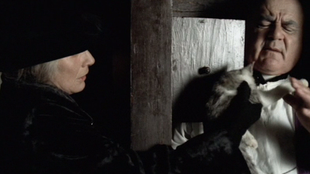 Novecento - 1900 - Signori Pioppi Alida Valli holding out dead cat to priest in confessional