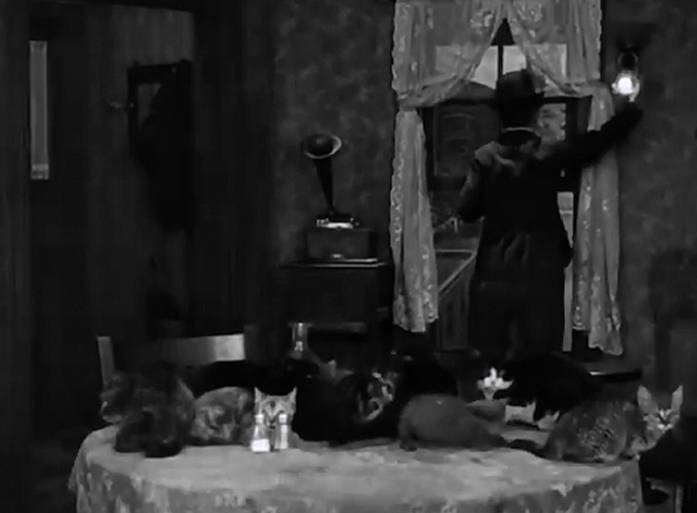 Pay Day - Chaplin reacts to table full of cats