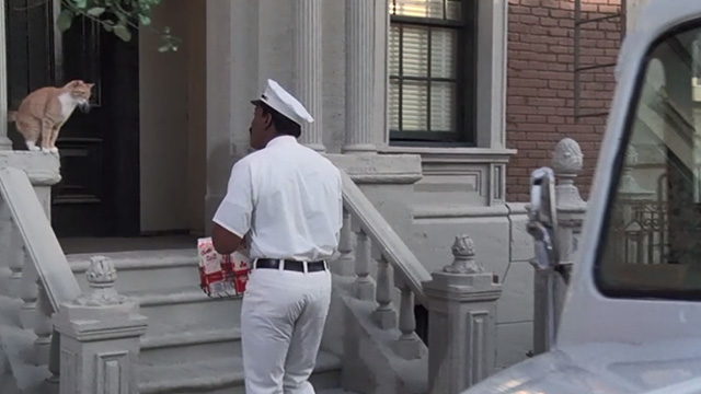 Police Academy 6: City Under Siege - Hightower Bubba Smith dressed as milkman approaching orange tabby cat on steps
