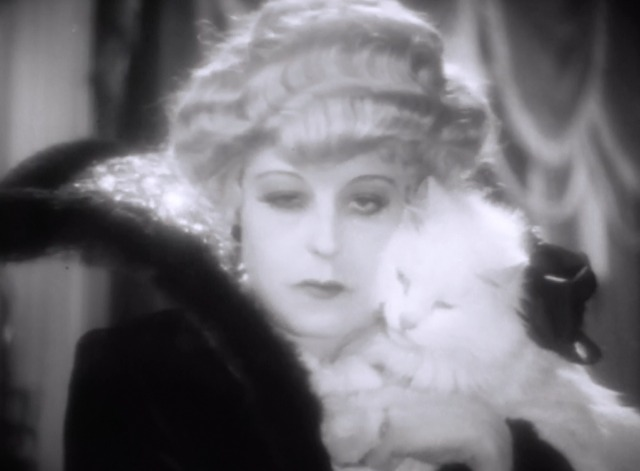 Queen Kelly - Queen Regina V Seena Owen with white Persian cat