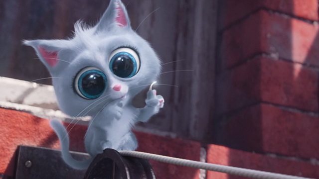 The Secret Life of Pets - killer cute grey kitten with claw out