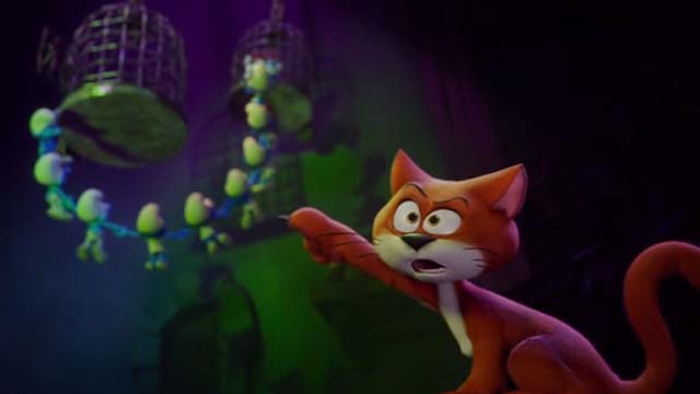Smurfs: The Lost Village - Azrael cat pointing at escaping Smurfs