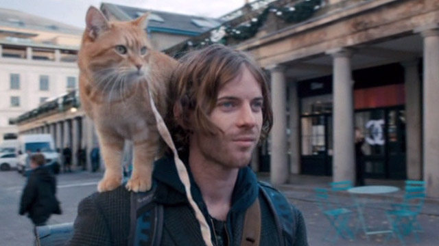 A Street Cat Named Bob - James Bowen Luke Treadway with orange tabby Bob on shoulder going to Covent Garden