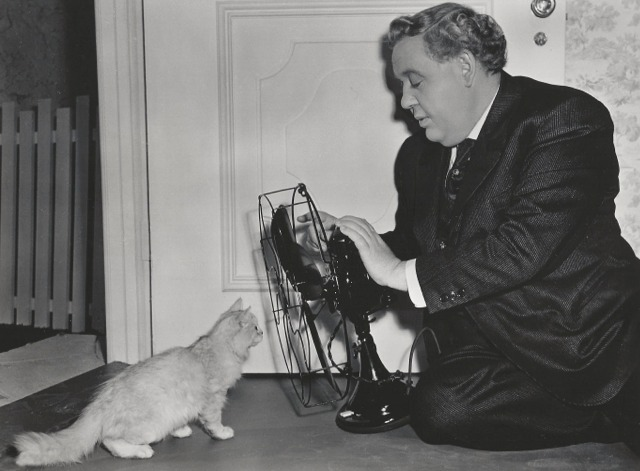 The Suspect publicity still - Charles Laughton, kitten and fan