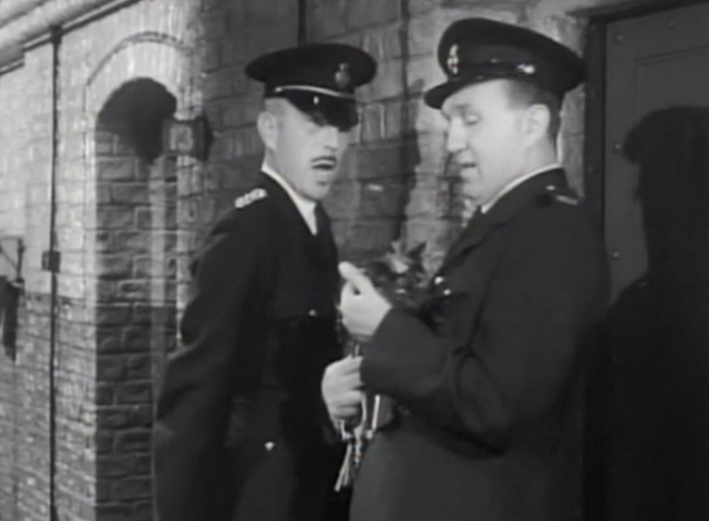 Two Way Stretch - Chief P.O. Crout Lionel Jeffries with guard holding tortoiseshell cat Strangeways