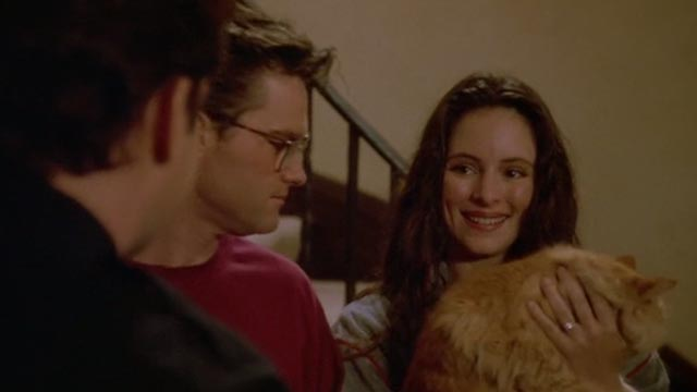 Unlawful Entry - Officer Pete Ray Liotta handing orange long-haired tabby cat Tiny back to Karen Madeleine Stowe with Michael Kurt Russell