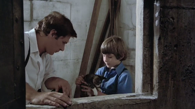 Witness - Samual Lukas Haas picking up tabby kitten outside grain silo with John Book Harrison Ford