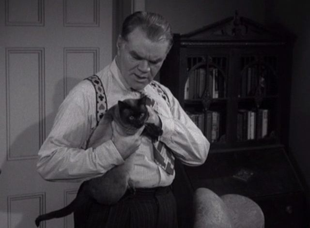 Alfred Hitchcock Presents - The Big Switch - Dunleavy George Matthews holding Siamese cat Schultz
