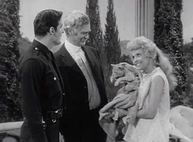 The Beverly Hillbillies - Elly's Animals - Elly May Donna Douglas with Orangey Rusty cat wrapped in towel with Jed Buddy Ebsen and Officer Brian Kelly