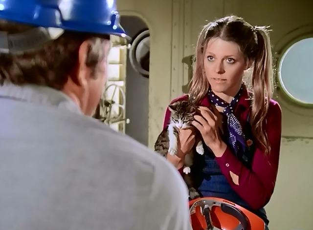 The Bionic Woman - Iron Ships and Dead Men - Jamie Lindsay Wagner holding kitten