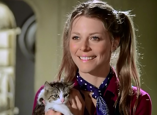 The Bionic Woman - Iron Ships and Dead Men - Jamie Lindsay Wagner holding kitten and smiling