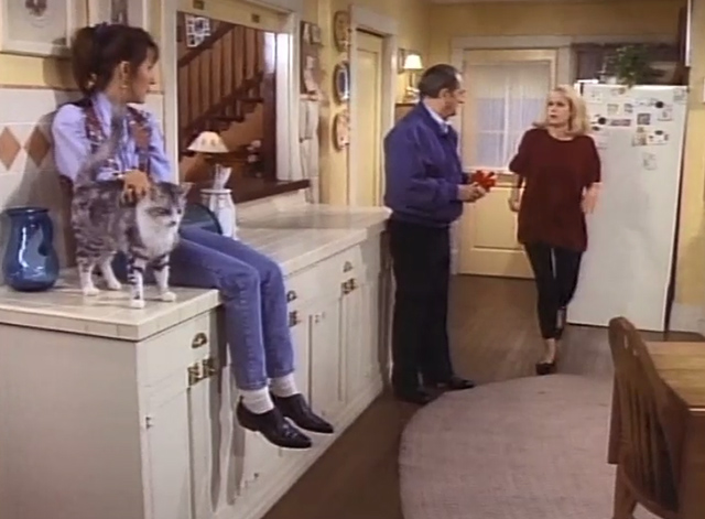 Bob - The Lost Episode - Trisha Cynthia Stevenson in kitchen petting cat Otto with Bob Newhart and Kaye Carlene Watkins
