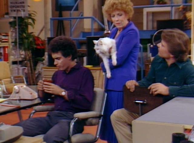Bosom Buddies - On the Road to Monte Carlo - Ruth Holland Taylor holding white cat with black markings Pansy with Kip Tom Hanks and Henry Peter Scolari