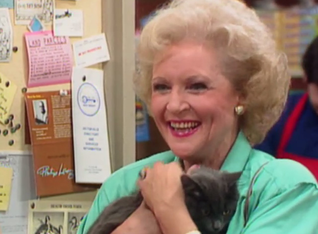 The Golden Girls - The Way We Met - Rose Betty White holding gray cat Mr. Peepers