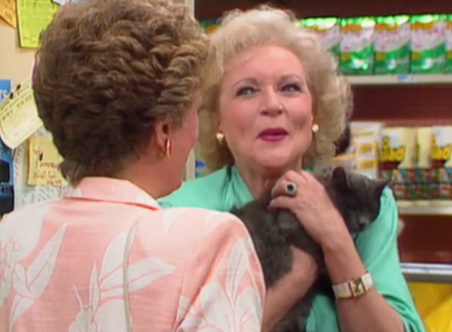 The Golden Girls - The Way We Met - Blanche Rue McClanahan and Rose Betty White holding gray cat Mr. Peepers
