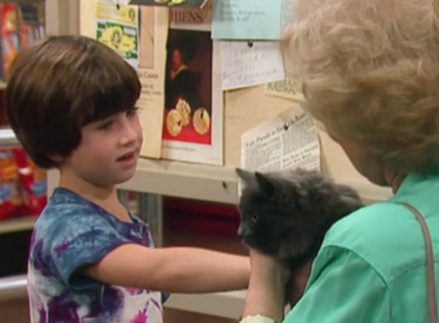 The Golden Girls - The Way We Met - little boy Edan Gross and Rose Betty White holding gray cat Mr. Peepers