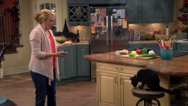 Melissa and Joey - Witch Came First - Melissa with black cat on stool
