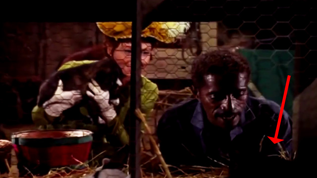 The Wild Wild West - The Night of the Returning Dead - Elizabeth Carter (Hazel Court) and Jeremiah Sammy Davis Jr. looking at black kitten in cage